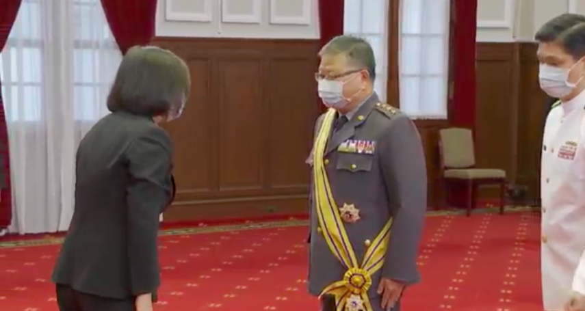 張冠群調任戰略顧問、梅家樹晉升上將!蔡英文:讓國軍戰力更堅強