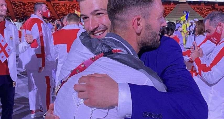 「哥哥在敘利亞隊,弟弟在難民隊」 奧運開幕相擁的兄弟,造成感動網友的美麗誤會