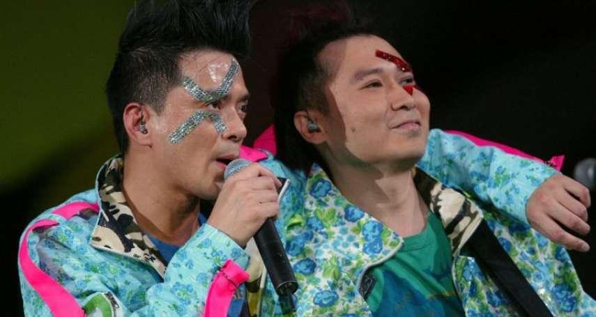 香港歌手黃耀明被捕!在選舉造勢大會獻唱,涉嫌「向他人提供娛樂誘使投票」