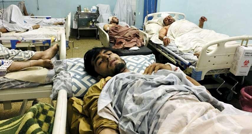 絕望逃難又遇恐攻!喀布爾機場目擊者:人群一瞬間被炸碎,到處都是屍體