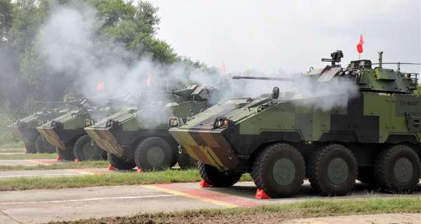 首都衛戍戰力越趨完備!憲兵CM34 30機砲戰鬥車實施日夜實彈射擊