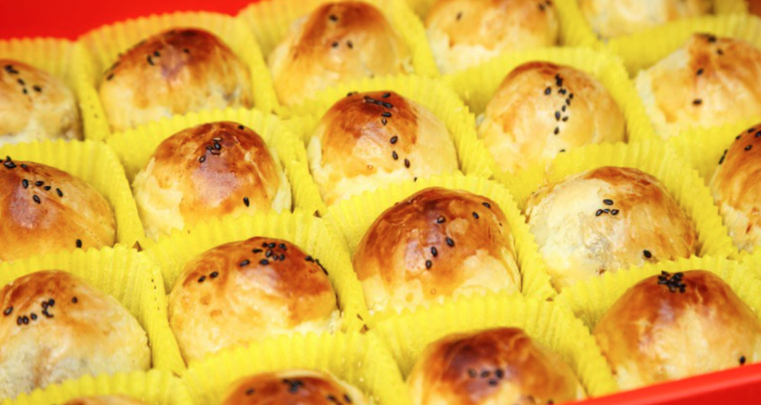 蛋黃酥加熱竟會瞬間爆炸!想熱來吃千萬別直接放進微波爐,消防員曝最正確做法