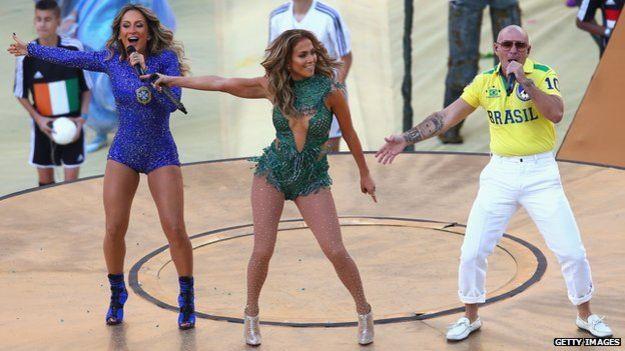 世界杯開始式歌星同唱主題曲。(BBC中文網)